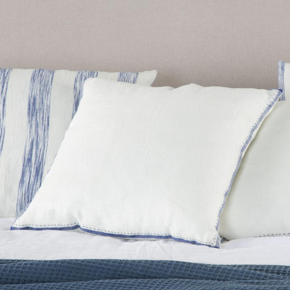 Gilsa blue cushion