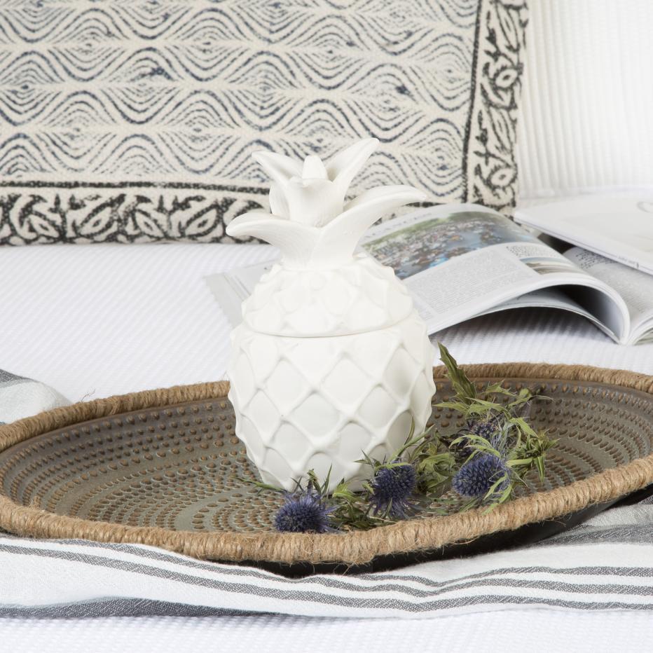 Agnu white porcelain ananas figure