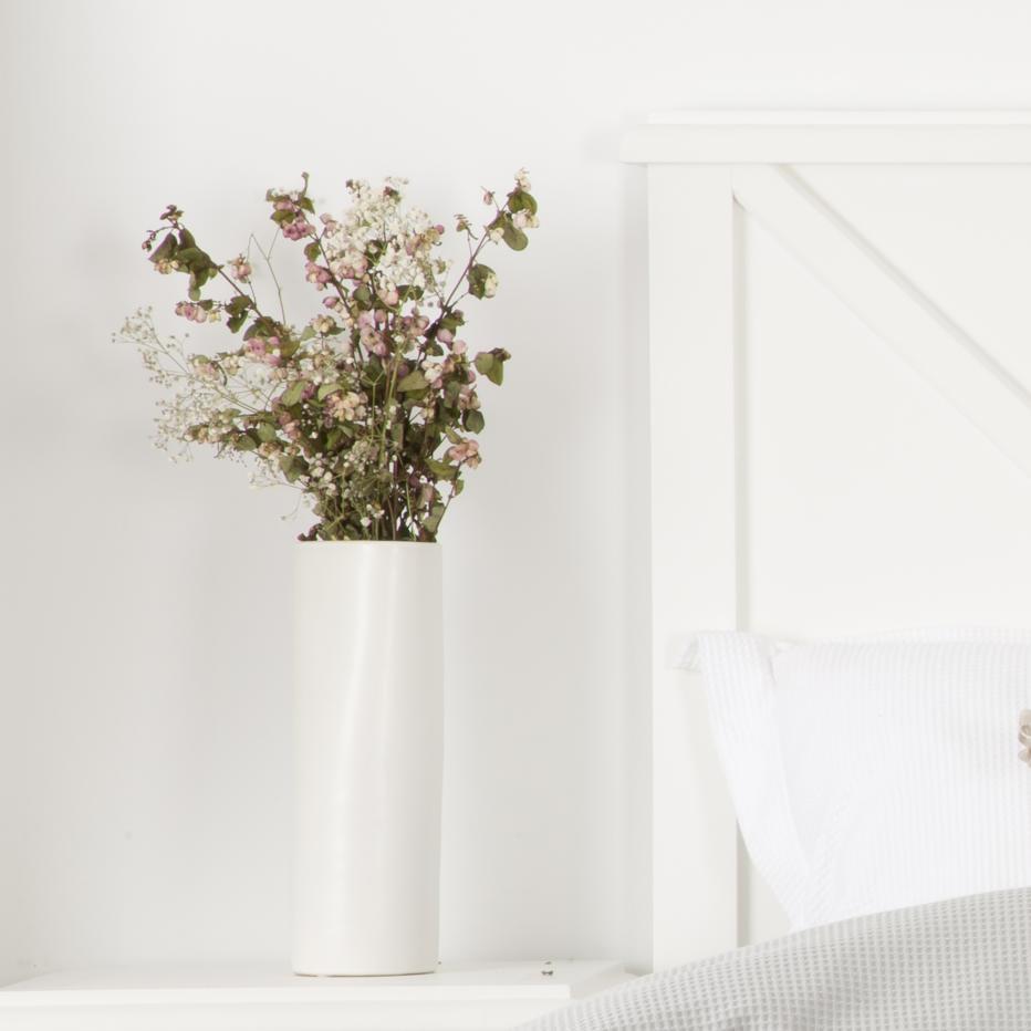 Fest matte white porcelain vase