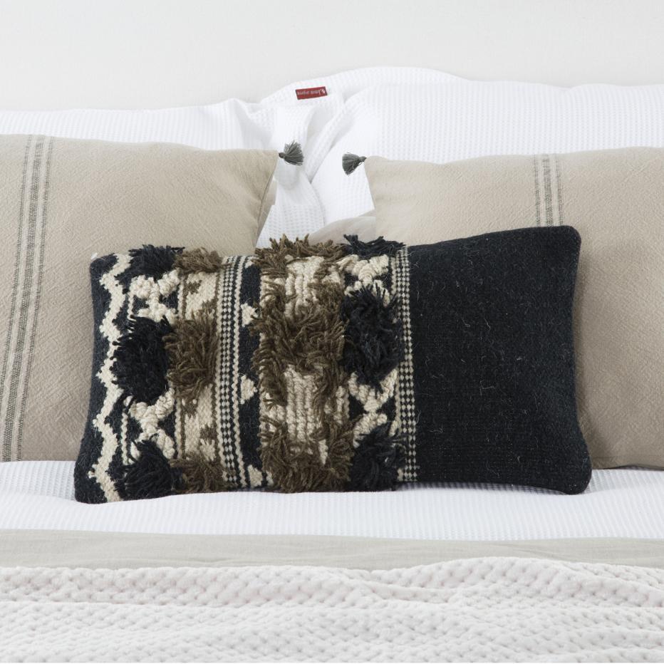 Urty black cushion 40x40