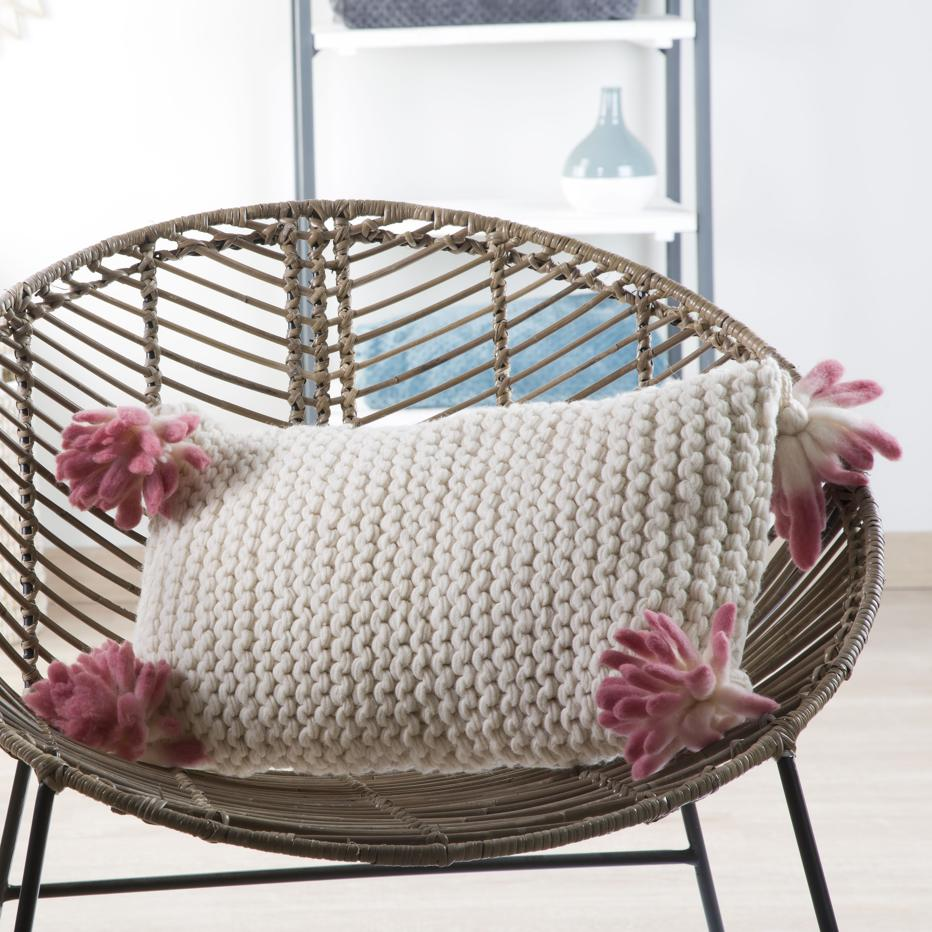 Juyle cushion 50x30 pompom