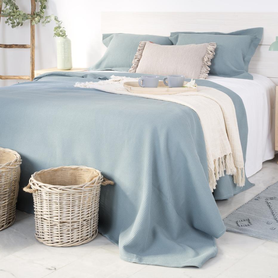 Bufy bedspread