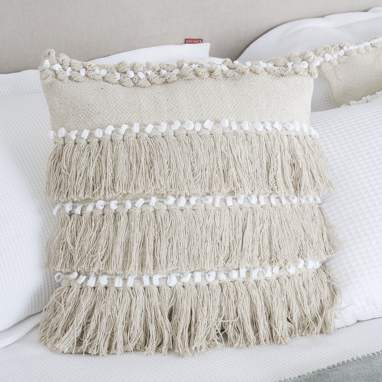 Laed cotton cushion with beige fringes