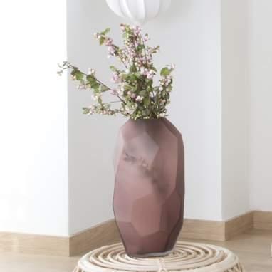 Lylan pink crystal vase