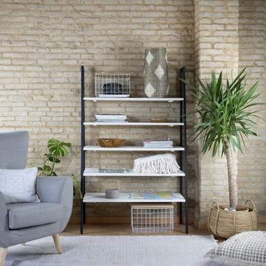 Nordic metallic shelves