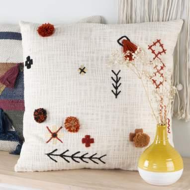 Tels pompom decorated cushion 50x50