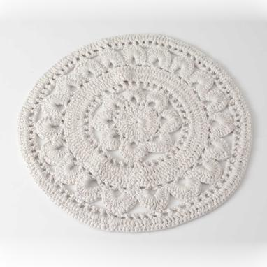 Sole white rug