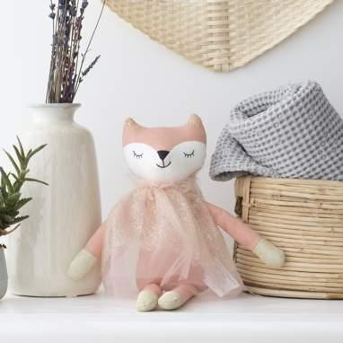Eisy pink fox